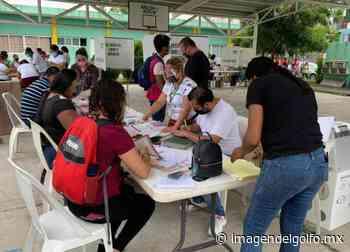 Pesé al intenso calor ciudadanos salen a votar en puerto de Veracruz - Imagen del Golfo
