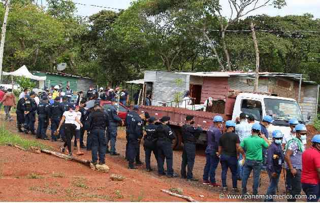 Reubican a 200 familias invasoras de unos terrenos nacionales en La Chorrera - Panamá América