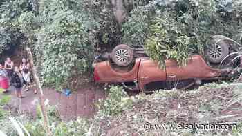 Doce personas se salvan de morir tras caer vehículo a barranco en Sonsonate - elsalvador.com