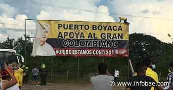 Puerto Boyacá quitó la valla que exaltaba a Álvaro Uribe: habitantes dicen que marca un antes y un después en el municipio - infobae