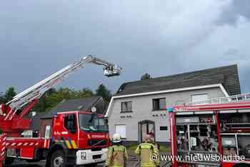 Dakbrand door blikseminslag in Beerzel - Het Nieuwsblad