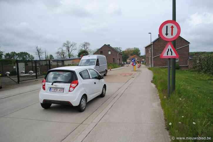 Iedereen is het er over eens: de wegversmalling in de Donkelstraat is erg gevaarlijk