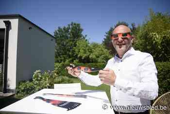 Optieker schenkt eclipsbrillen aan leerlingen uit zijn gemee... (Keerbergen) - Het Nieuwsblad