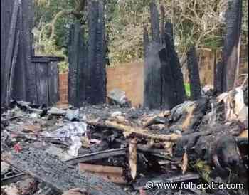 Residência pega fogo e homem morre carbonizado em Siqueira Campos - Folha Extra