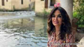 Maria Grazia Cucinotta a Portogruaro per girare un docufilm - VeneziaToday