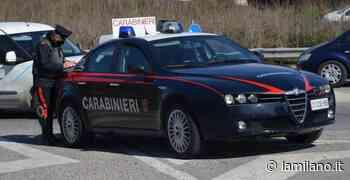 Santa Maria Capua Vetere, lo inseguono in auto e quando lo raggiungono gli fratturano il gomito: 23enne e 26enne ai domiciliari - La Milano