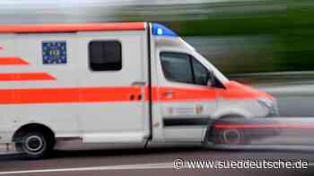 Radfahrerin stößt mit Auto zusammen und wird schwer verletzt - Süddeutsche Zeitung