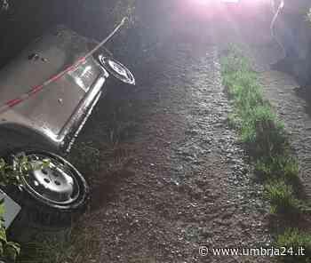 Gualdo Tadino, auto fuori strada: quattro giovani intrappolati vengono soccorsi - Umbria 24 News