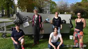 Karin Feiler (Zweite von links) und Mitglieder der Umweltgruppe Feldkirchen betreuten bei der Ramadama-Akti... - tz.de