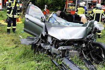 Unfall bei Affalterbach: Frau kracht mit Auto gegen Baum, Rettungshubschrauber im Einsatz - TAG24