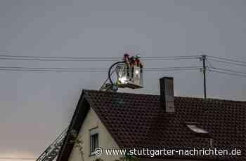 Unwetter im Kreis Böblingen - Blitz setzt Dachstuhl in Herrenberg in Brand - Stuttgarter Nachrichten