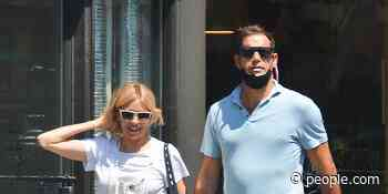 Sienna Miller Spotted Holding Hands with Archie Keswick During Day Out in N.Y.C. - PEOPLE