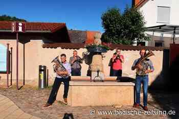 Ein neues Bläserquartett gründete sich am Dorfbrunnen - Breisach - Badische Zeitung