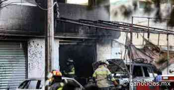 Explotan autos en San Pablo Autopan por flamazo en pipa de gas - AD Noticias