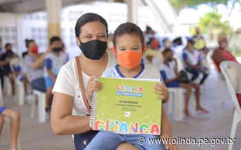 Estudantes de Olinda recebem material físico para ajudar a reforçar a alfabetização no ensino remoto - Prefeitura de Olinda