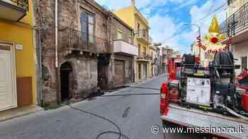 Incendio vecchia abitazione a Barcellona Pozzo di Gotto - MessinaOra.it - Messina Ora