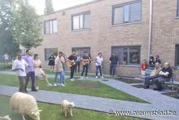 Artiesten treden samen op voor bewoners Dellebron