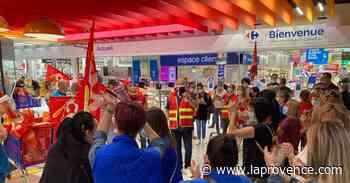 Port-de-Bouc : une cinquantaine de salariés de Carrefour rassemblés à l'appel de la CGT - La Provence