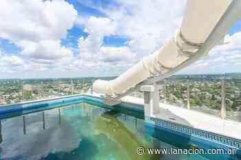 ¿Las Vegas? No, Buenos Aires: un edificio tiene un tobogán acuático en el piso 28 - LA NACION