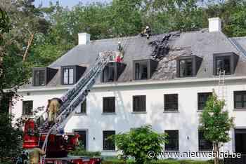 Dakbrand richt grote schade aan in luxevilla