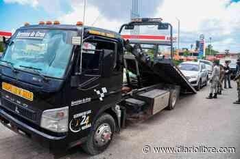 Ayuntamiento Santo Domingo Este retira vehículos de dealers ocupaban la vía pública - Diario Libre