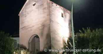 Glockenturm in Schmelz-Außen ist nun hell erleuchtet - Saarbrücker Zeitung