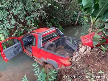 Fiat Strada cai dentro de rio em Nova Santa Rosa - Portal Rondon
