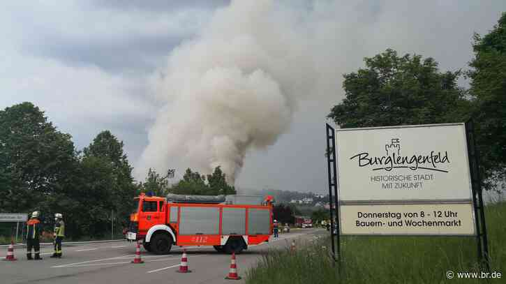 500.000 Euro Schaden nach Lagerhallenbrand in Burglengenfeld - BR24