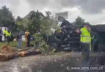 Duro accidente de tránsito en la vía Chía - Cajicá - La FM