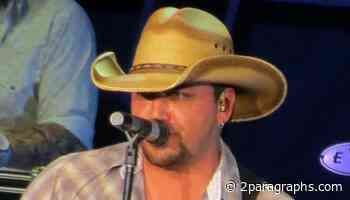 """Jason Aldean and Gorgeous Wife Brittany Rock Tight Fit Blue Suits, """"Who Wore It Better?"""" - 2paragraphs Buzz"""