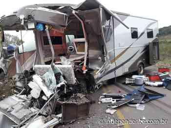 Três feridos na colisão entre motorhome e caminhão em Gramado Xavier - independente