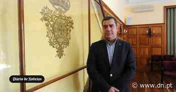 Presidente da CM do Montijo impede vereador de filmar intervenção e chama a policia - Diário de Notícias - Lisboa