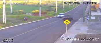 Câmera de segurança flagra queda de moto em Apucarana; veja - TNOnline - TNOnline
