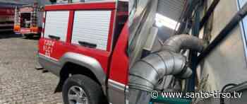Um ferido grave durante incêndio em fábrica de Santo Tirso - Santo Tirso TV - Santo Tirso TV