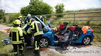 Traunreut: offenbar schwerer Unfall auf der St2104 am Dienstag 8. Juni - chiemgau24.de