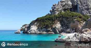 Itália multa dezenas de turistas por levarem areia e conchas das praias da Sardenha - Renascença