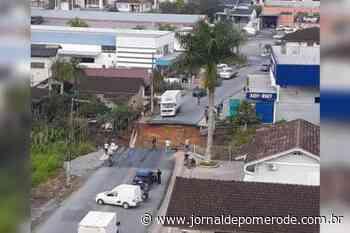 Vídeos: Câmeras flagram queda de ponte, em Brusque - Jornal de Pomerode