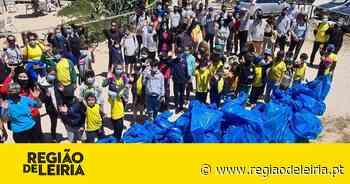 Alunos e famílias do Judo Clube da Marinha Grande recolhem 130 kg de lixo na Praia Velha - Região de Leiria