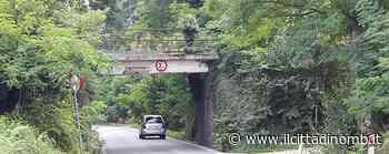 Camion bloccato dal ponte ferroviario, code tra Arcore e Lesmo - Il Cittadino di Monza e Brianza