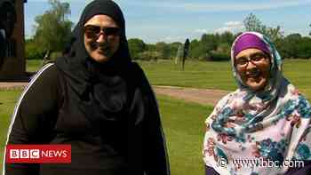 Solihull golf club's taster sessions for Muslim women - BBC News