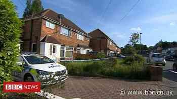 Murder inquiry as man found dead with head injuries in Solihull - BBC News