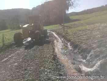 Em Erechim Secretaria de Agricultura, Abastecimento e Segurança Alimentar intensifica trabalhos para desobstruir estradas do interior - Jornal Bom Dia