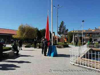 Pequeño grupo de autoridades renuevan juramento a la bandera en Juliaca - Pachamama radio 850 AM