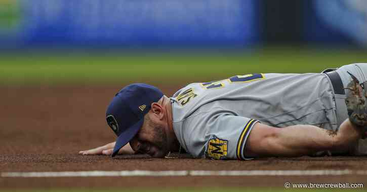 Travis Shaw exits Brewers vs. Reds game with a dislocated shoulder