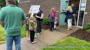 After Community Members Pleas, Granby to Draft Bear Feeding Ordinance - NBC Connecticut