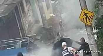 VIDEO | Veículo carregado com botijas de gás pega fogo em Vitória - HORA 7
