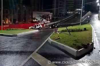 Embriagada ao volante, mulher é detida após colidir em rótula no Pontal Norte - Click Camboriú