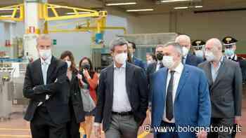 Il ministro del Lavoro Andrea Orlando visita la Marchesini Group a Pianoro - BolognaToday
