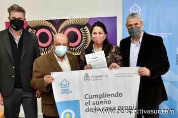 Ferraresi entregó viviendas en Avellaneda y adjudicó lotes en Berazategui - Perspectiva Sur