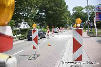 Zinkgat op Mechelsesteenweg zorgt voor stilstaand verkeer (Bonheiden) - Het Nieuwsblad